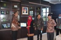 Mahkamah Syar'iyah Aceh Menerima Piagam Penghargaan Dari Kanwil Ditjen Perbendaharaan Prov. Aceh
