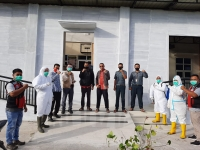 Penyemprotan disinfektan di Mahkamah Syar'iyah Simpang Tiga Redelong